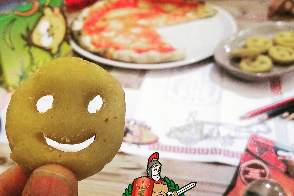 32863853_10210988281974010_4806511155222675456_n-960x640 Happy Pizza - collectible menu box